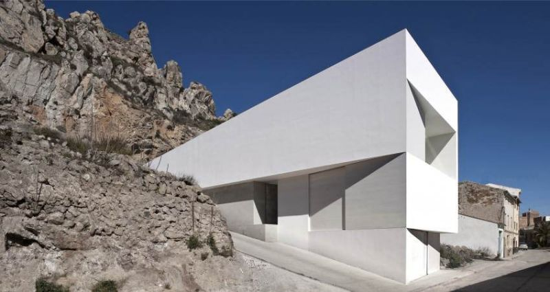 House on mountainside / Fran Silvestre Arquitectos