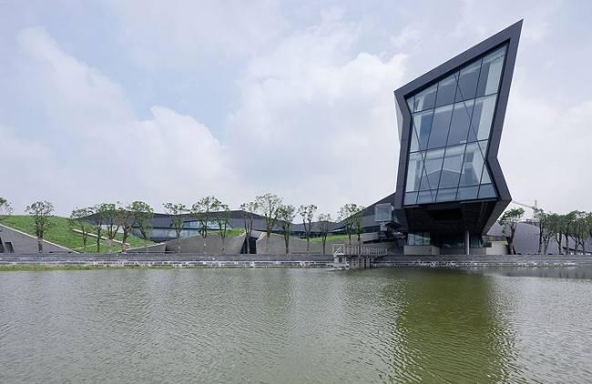 Giant Interactive Group Corporate Headquarters  / Morphosis