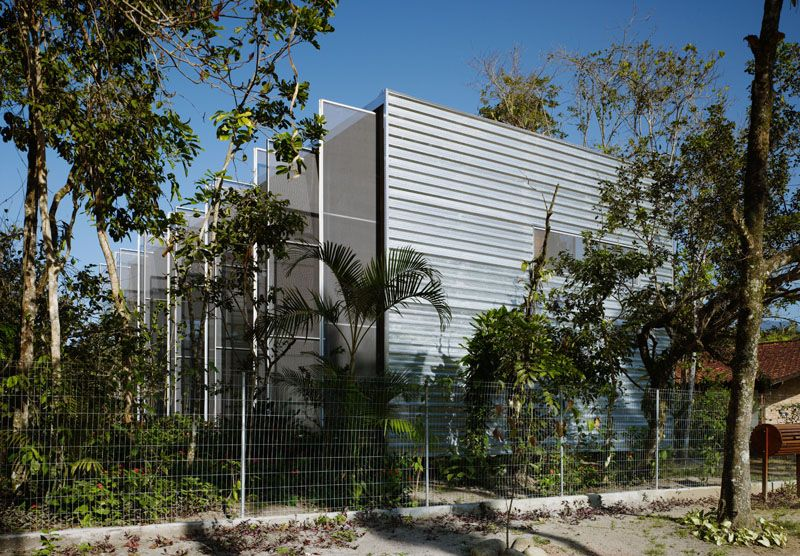 R.R. House / Andrade Morettin Architects