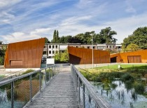 Outdoor Swimming Facilities of Boekenberg Park / OMGEVING