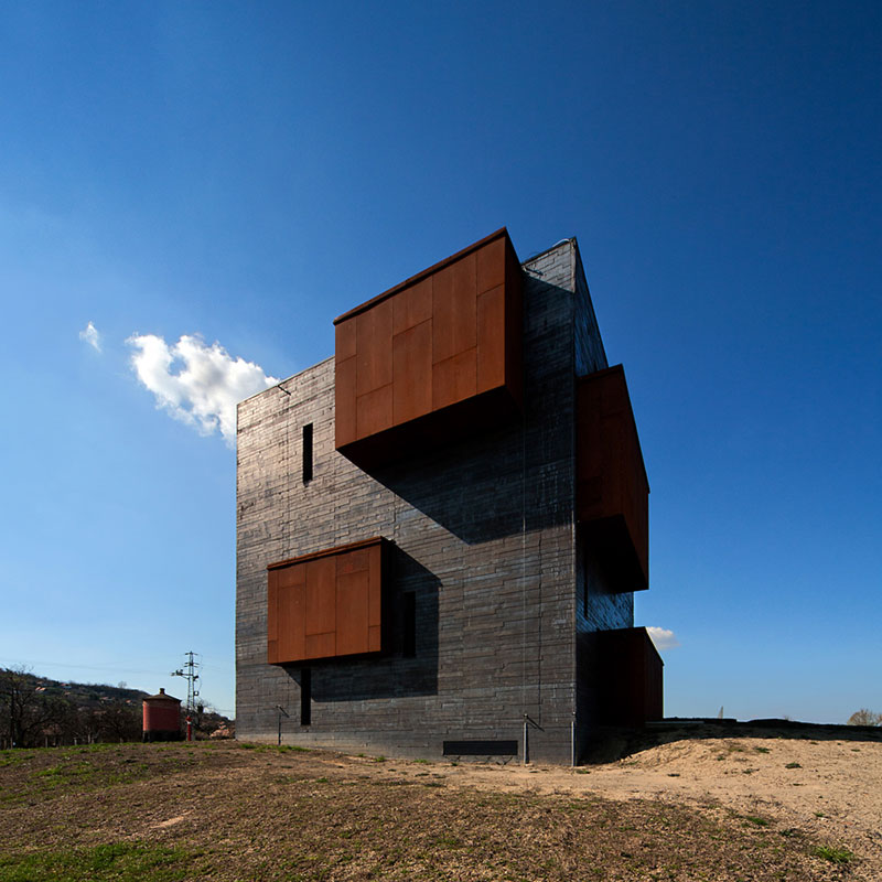 Volcano Visitor Center / Foldes Architects
