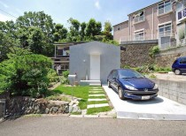 Scaled Back House / ROOVICE
