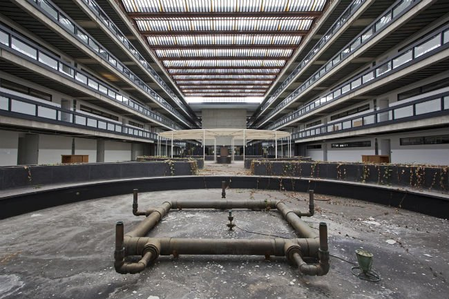 Eero Saarinen's Bell Labs, Now Devoid of Life
