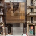 Apartment building on Passatge Marimon / Mateo Architects