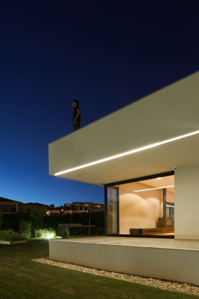 Single House in Belas / Estúdio Urbano Arquitectos