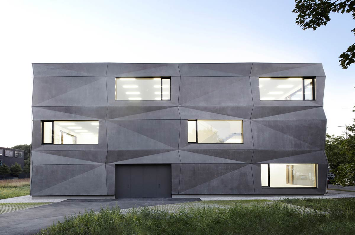 Textilmacher Office Building / tillicharchitektur
