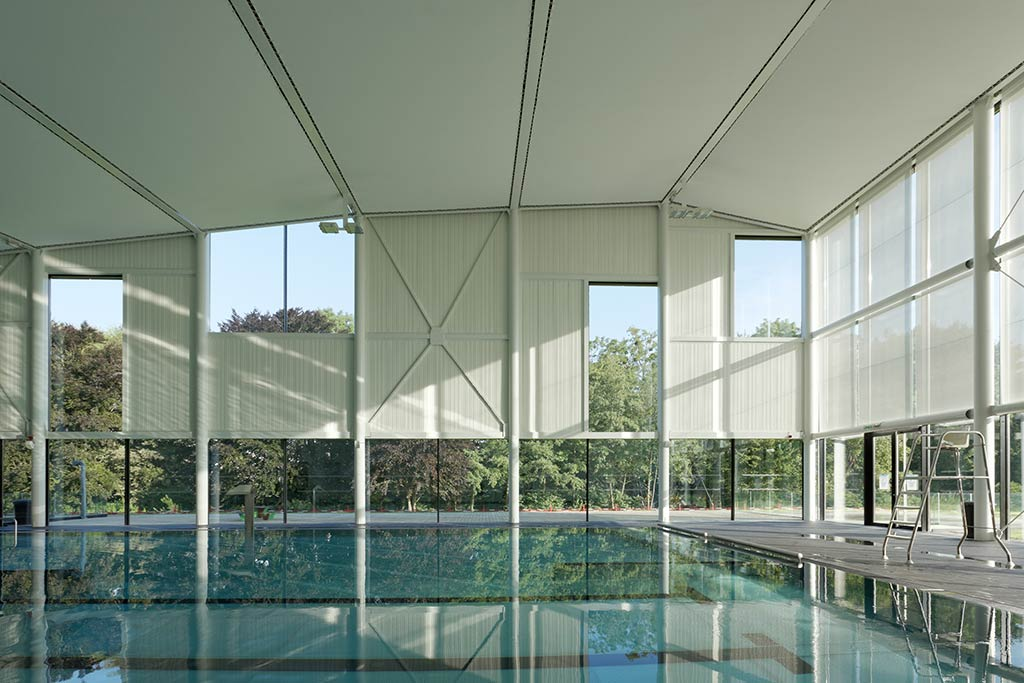 Renovation and extension of the swimming pool Kibitzenau / Dietmar Feichtinger Architectes