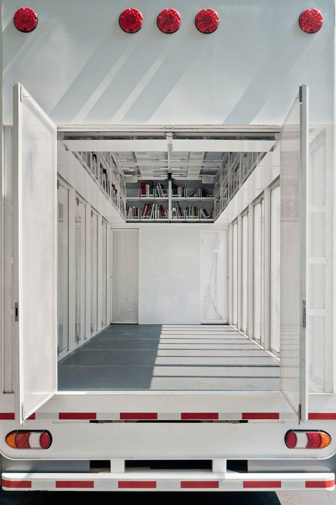 Mobile art library / productora