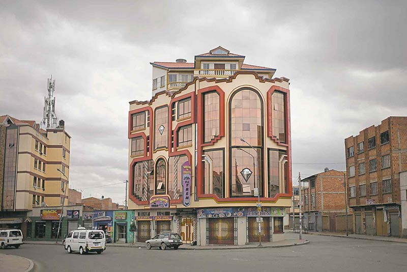 "The Bolivian architect whose ""New Andean"" style is transforming El Alto"
