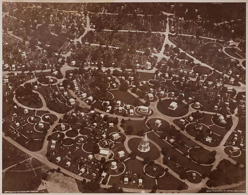 1921 aerial view of the Woodlawn Cemetery