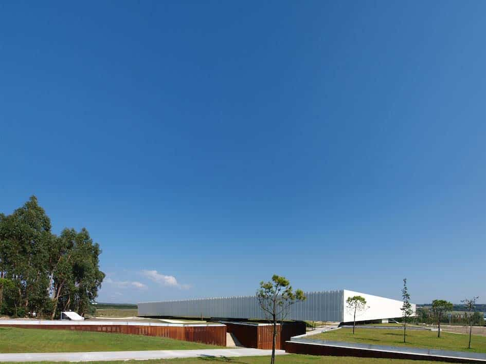 Óbidos Technological Park Main Building / Jorge Mealha