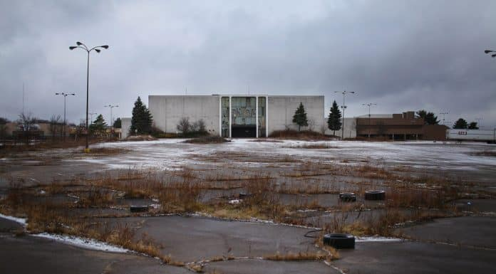 The Economics of Dead Malls