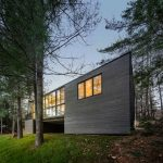 Cross-Laminated-Timber Cottage / Kariouk Associates