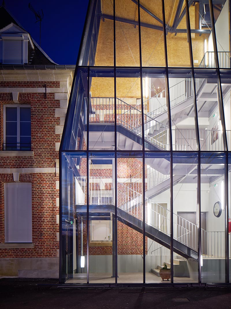 Castle extension for a medical centre, france / chartier dalix architects