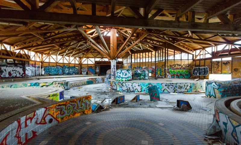 Berlin's rat baths: inside the ruined swimming palace Blub