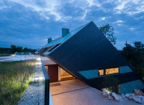 Edge House, Poland / Mobius Architects