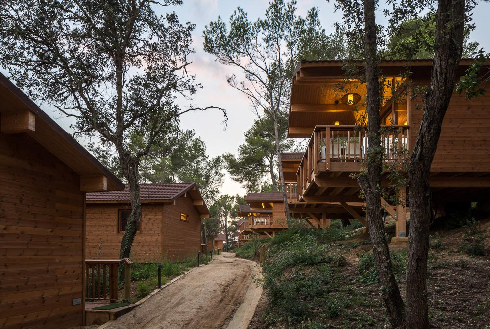 Wooden Houses in Cadiretes Forest, Spain / DOSARQUITECTES