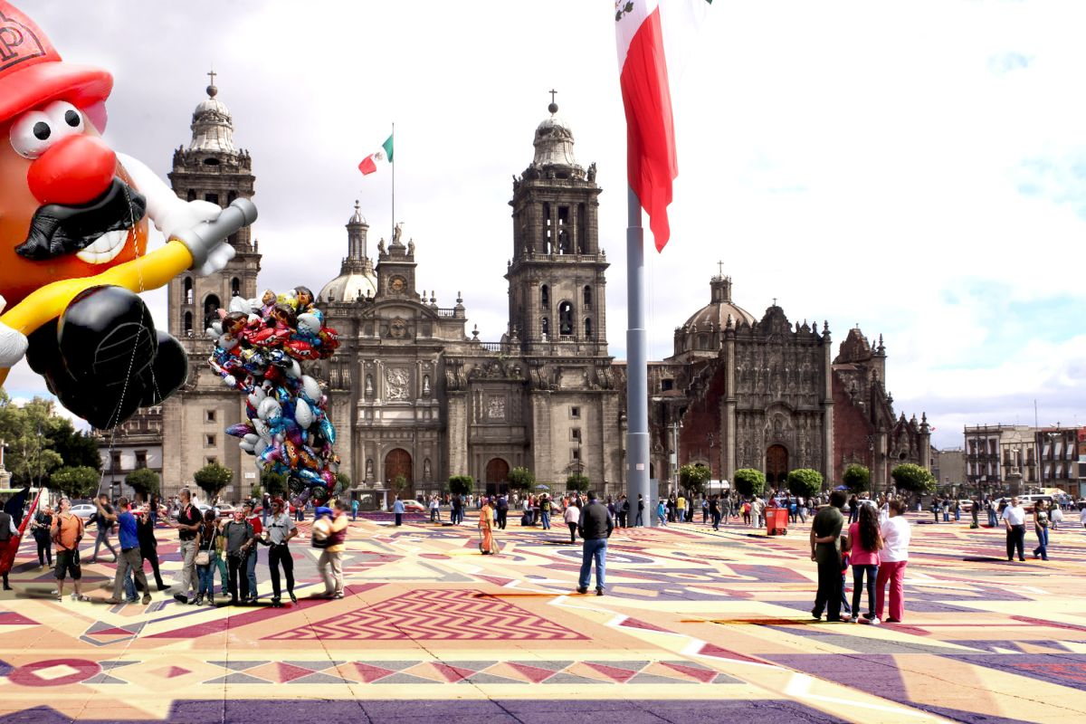 Coloured Zocalo, Mexico / 100architects