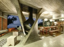 One Column House / NE-AR