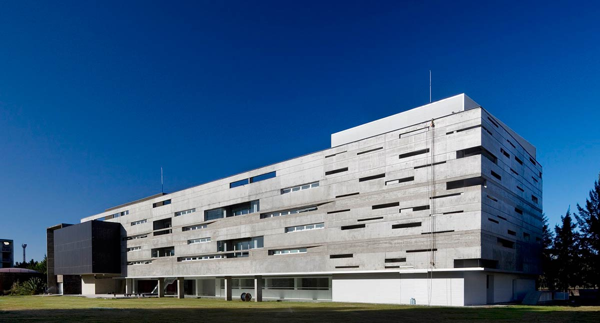 "Biotechnology Research Institute ""Dr. Rodolfo Ugalde"" / A3 Luppi Ugalde Winter"