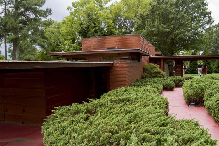 Frank Lloyd Wright expert explains Usonian architecture