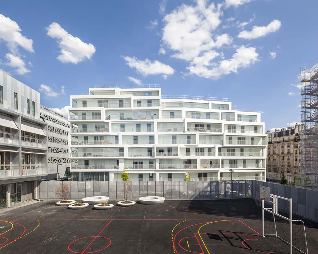 Winter gardens - 98 housing units and a nursery / Bartolo Villemard