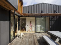 Offset shed house / irving smith architects