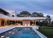 Retrospect Vineyards House / Swatt Miers