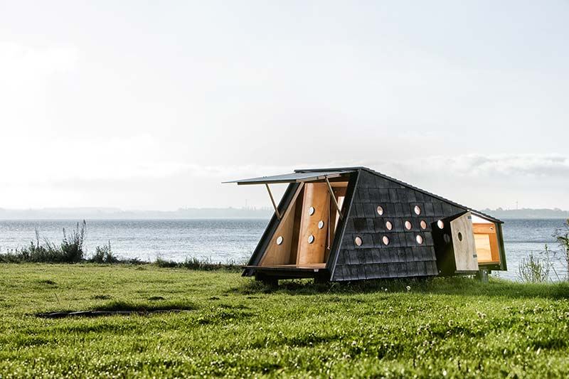 Shelters by the Sea / LUMO Architects