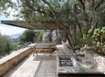 MAINA: a traditional holiday villa / Z-Level