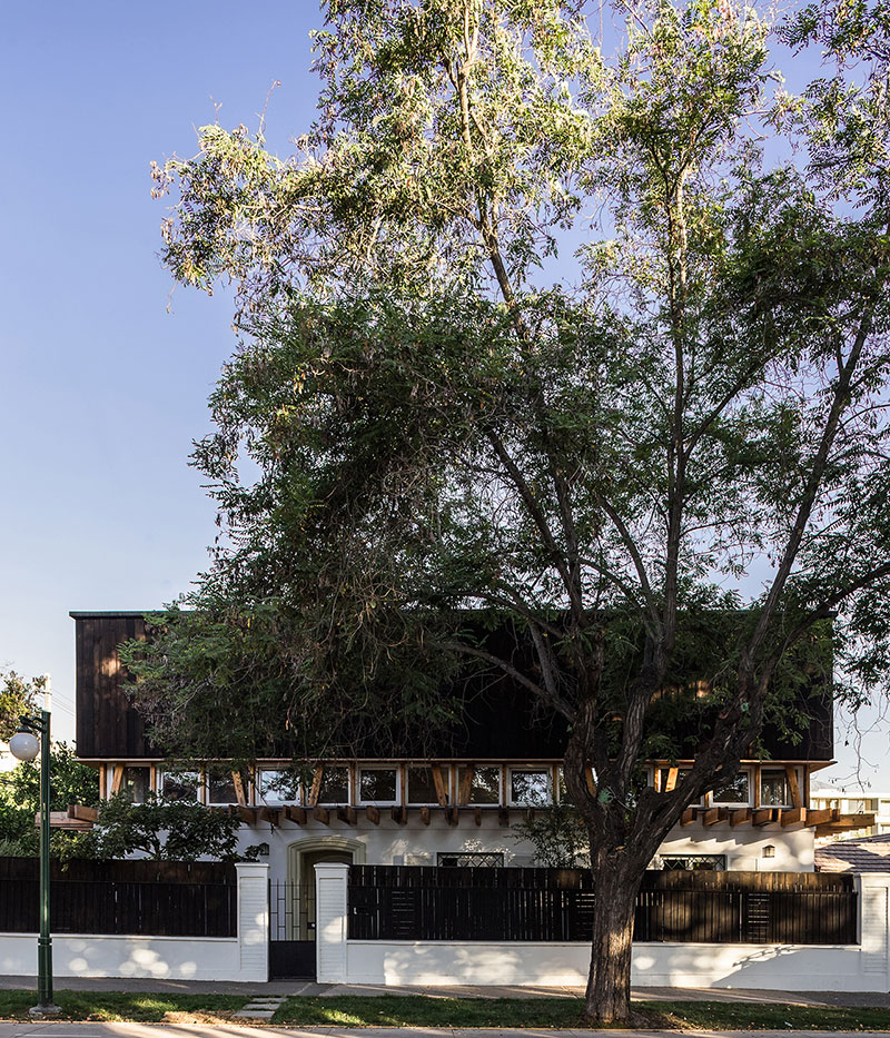 Ashtanga Yoga Center / DX Arquitectos