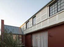 Balancing Home / Luigi Rosselli Architects