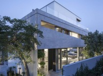 A Concrete Cut / Pitsou kedem architects