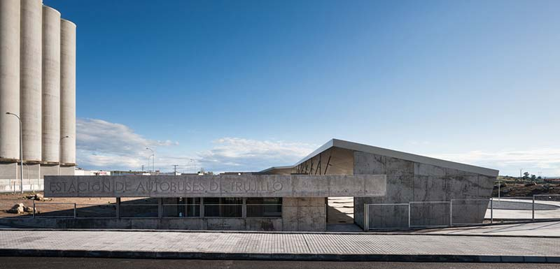 Trujillo Bus Station / Ismo Architects