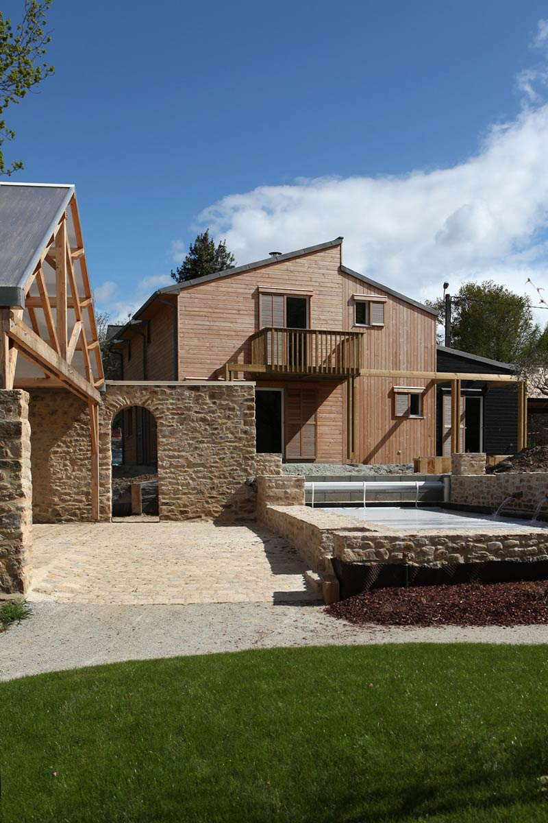 A bioclimatic house in auray / a. Typique