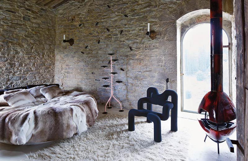 A Minimalist Architect's Surprisingly Vibrant Tuscan Home