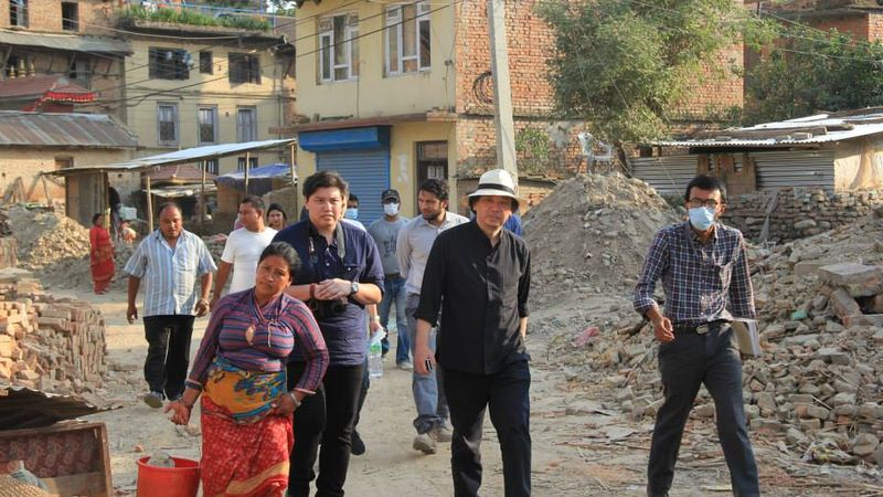 Shigeru Ban visiting Nepal after the country's 2015 earthquake