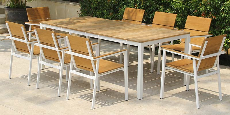 5 Tips When Choosing Furniture for Your Clients' Outdoor Needs