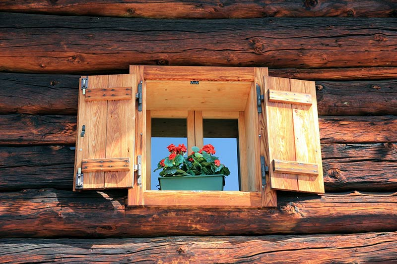 How to Properly Treat a Wooden Window