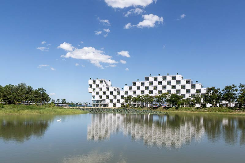 The administration building of FPT university / Vo Trong Nghia Architects