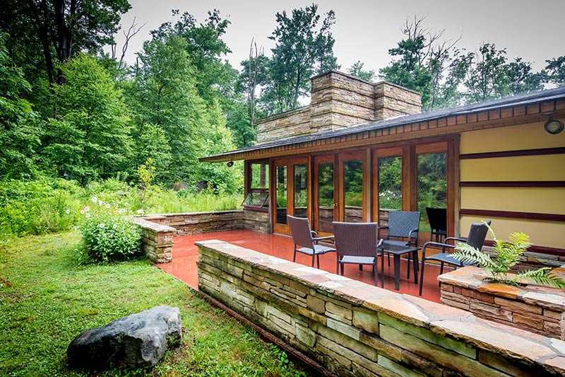 In Frank Lloyd Wright Country, Architecture and Apple Pie