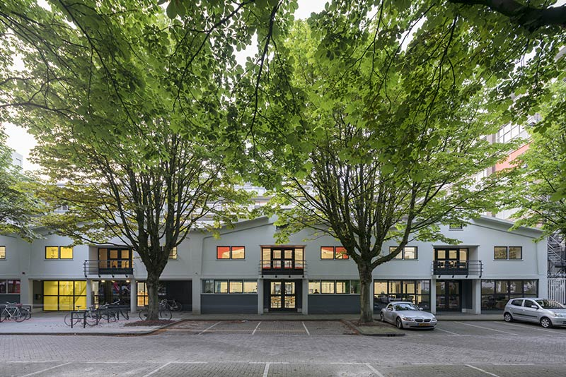 (MVRDV) House in the Middle of the Street