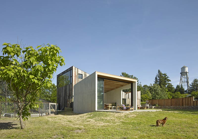 Artist Studio & Workshop / Mork-Ulnes Architects