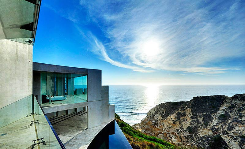 The Razor House: Advanced Design on the Cliffside