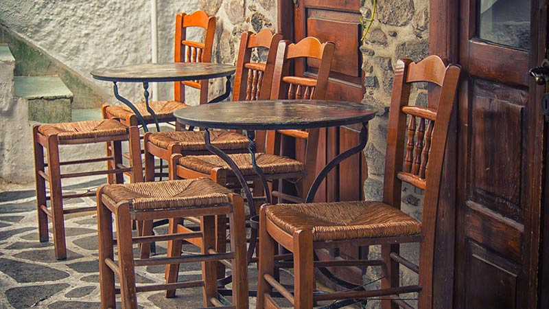 Four Things To Consider When Choosing Furniture For Your Restaurant - Things found on a restaurant table