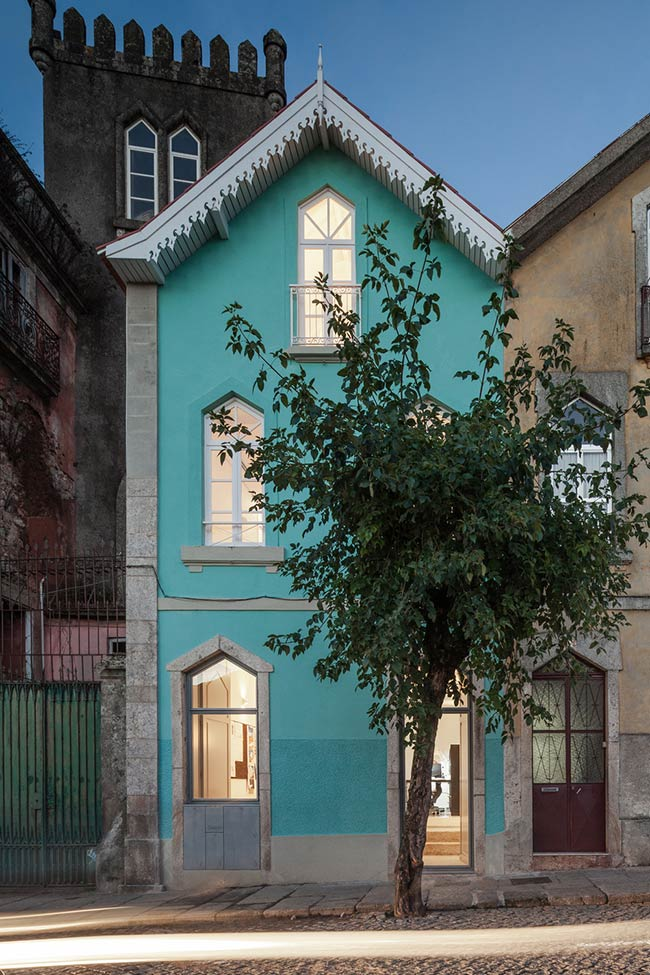 The Three Cusps Chalet / Tiago do Vale Architects