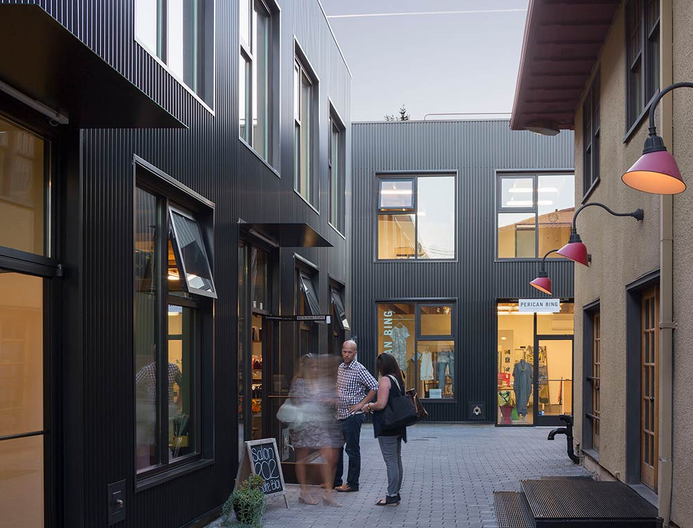Milwaukie Way: An urban alleyway in Portland Oregon