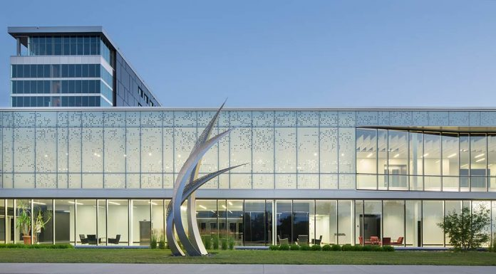 Centrexpo Cogeco Drummondville / CCM2 architects + Bilodeau Baril Leeming architects