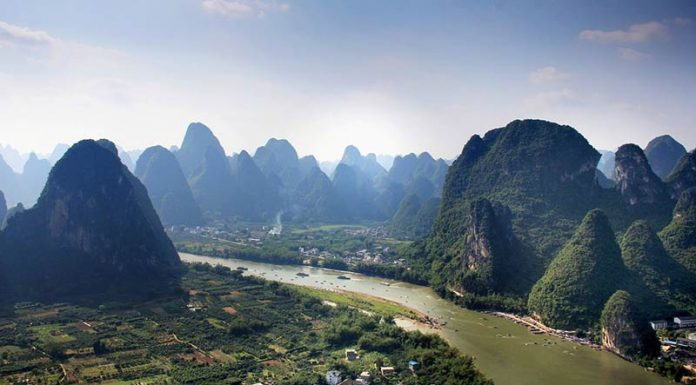 The Li River and the spectacular karst peaks that the Guilin region is famous for