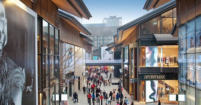 Sino Ocean Taikoo Li in Chengdu, China, an outdoor mall with streets